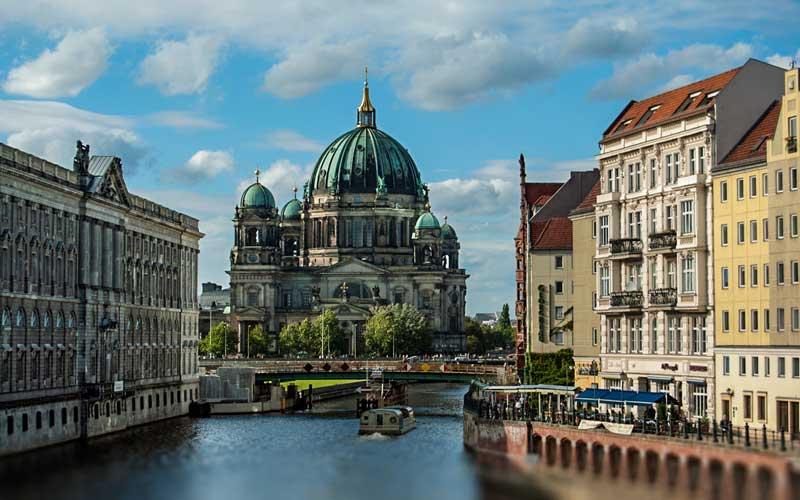 Berlin-Ucak-Bileti