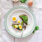 Bruschetta with peas, mint and eggs