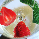 White wine Sprizzzz w mint leaves and strawberries