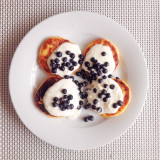 Homemade cheese cakes with creme fresh and blueberries