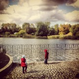#kids at the #lake in #parkszczesliwicki in #warsaw #poland . #sky #skyporn #clouds #green #trees #blue #instagood #instamood #water #fence #red_emption #chasingred