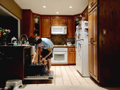 Cleaning the kitchen and cooking - multitasking