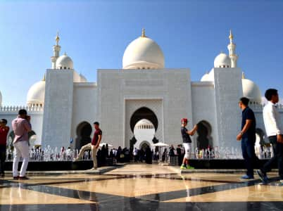 Tourists in front of the Sheikh Zayed Mosque in Abu Dhabi, Emirates UAE