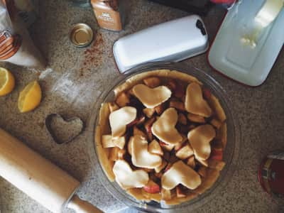 Baking homemade apple pie