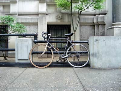 Bike leaned against railings / Cycling in the city