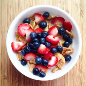 Starting the week with a bowl of cereal with berries