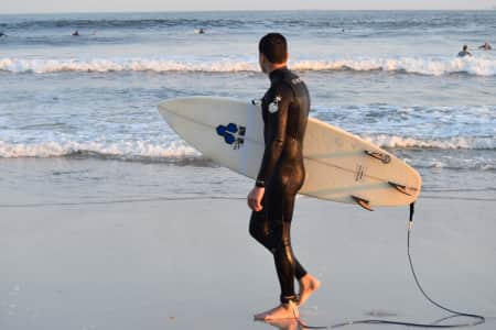 Surfer anticipating the waves