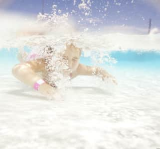 underwater photos of children swimming