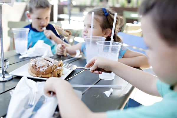 kids out to brunch with family at restaurant