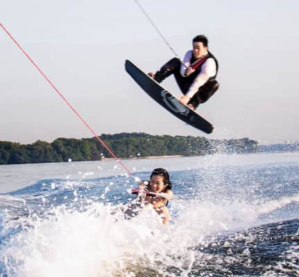 With the weather like it is in Singapore... It is always like spring break... So why not get married... While wake boarding ✌️