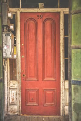 I had to post this picture of a red door because I thought the framing was a-door-able. ♥