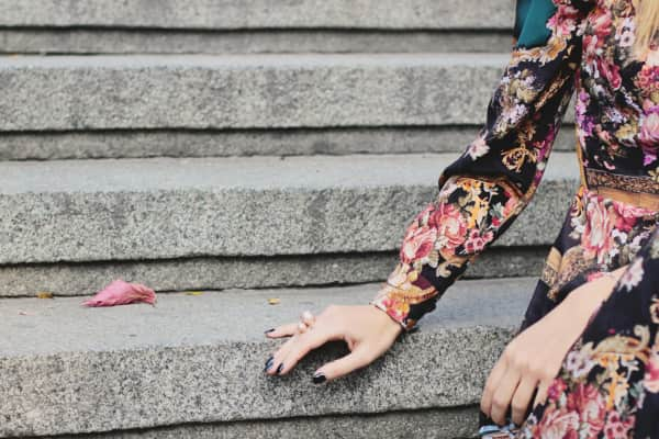 Women's hand with a powdery ring on the stairs