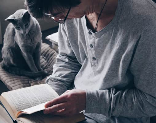 The man reads the book of the house together with a cat and it is pleasant to a cat 😉