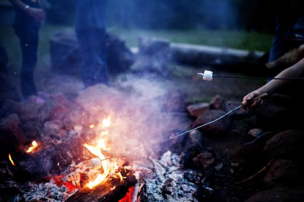 camping, summer, fire, campfire, marshmallow, smores, food, summer food, food, autumn, season, weather, house, love, plate, backyard, fire, chocolate, delicious, yummy, fall, home, background, yum, food & drink, smores, smore, firepit