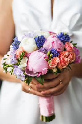 bride holds wedding bouquet in the hands