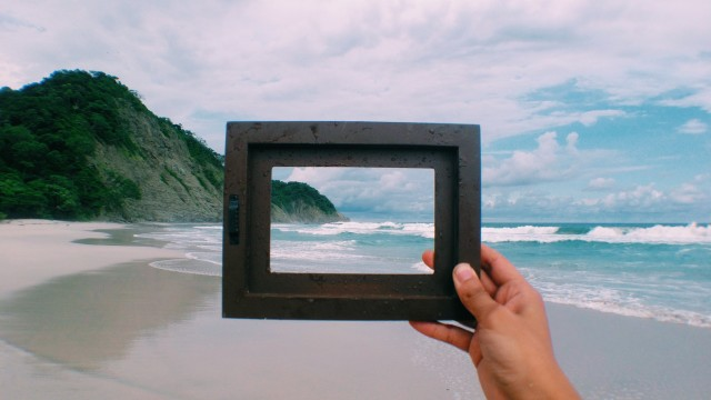 Free authentic hand in frame photo on Reshot