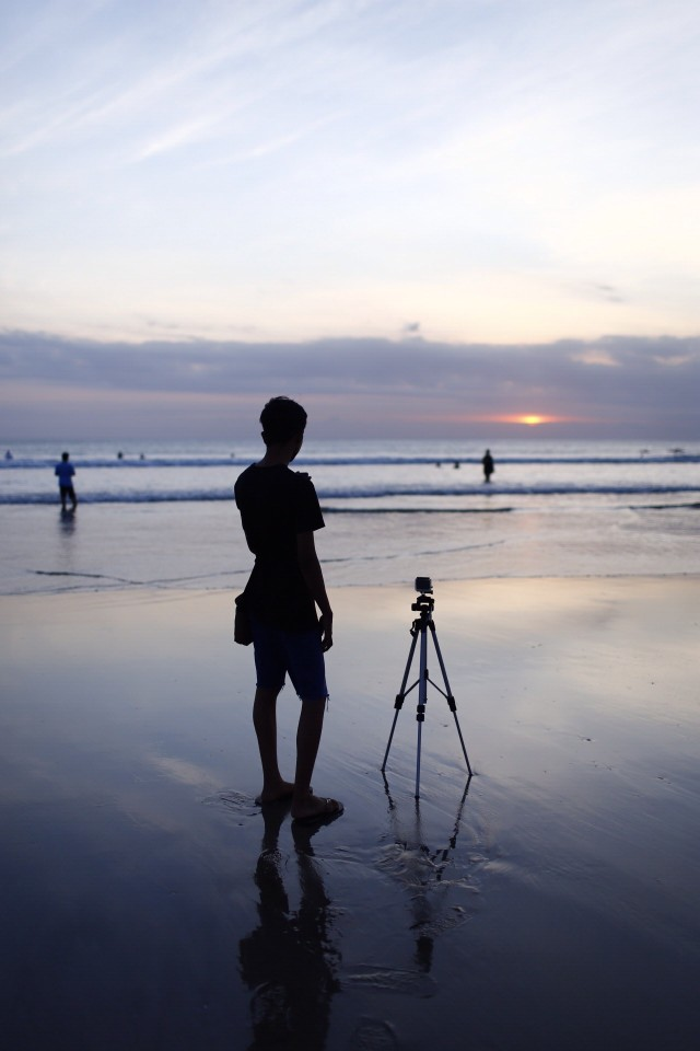Boy shoot Bali sunset with long exposure.