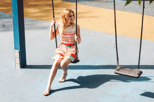 Free authentic swinging photo on Reshot