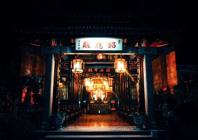 Hoi An temple at night