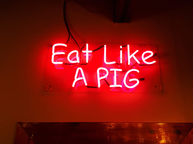 Eat Like A PIG SOMETHING RED (945/1938)