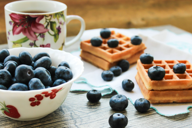 Blueberries and wafers