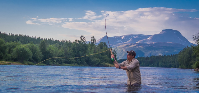 Flyfishing in Jutulstad, Norway. What a wonderful way of spending the summer!