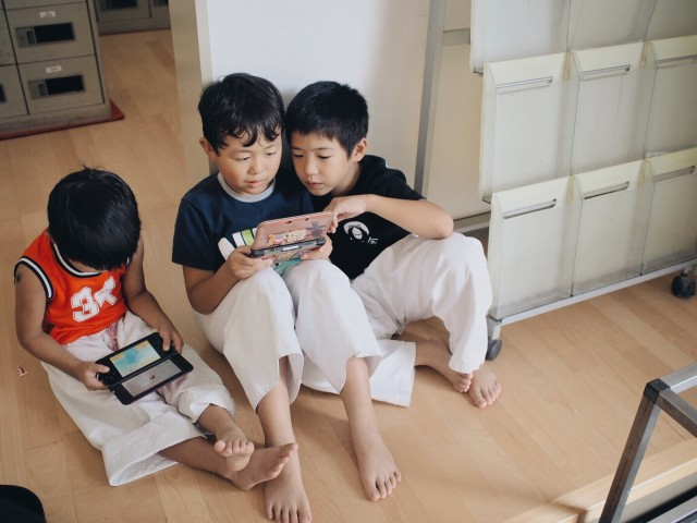 Kids playing VDO game
