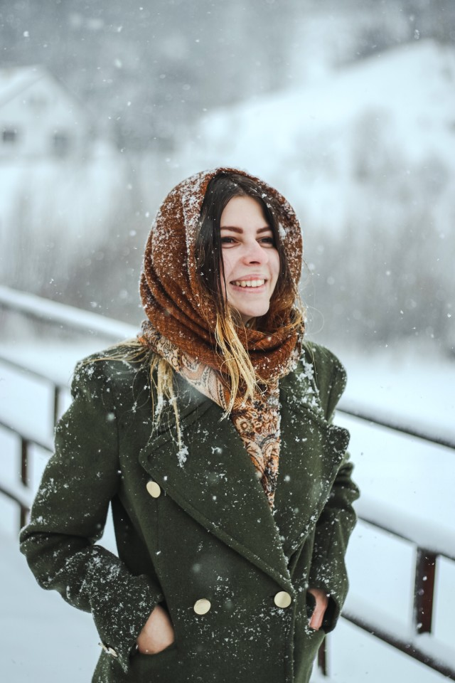 Free authentic snowing photo on Reshot