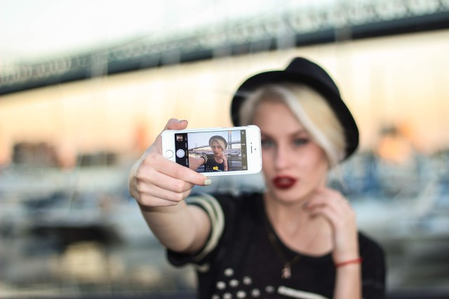 Free authentic selfie photo on Reshot