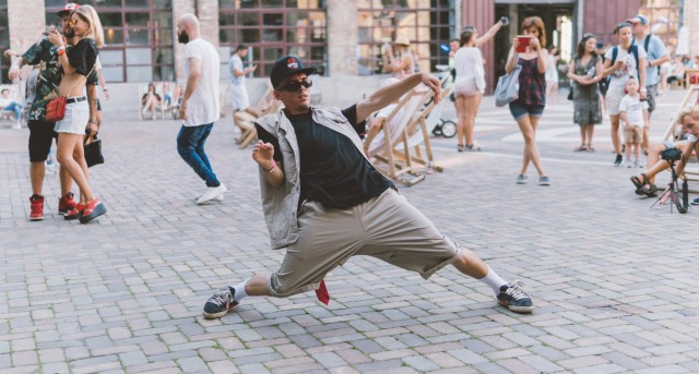B-boy hip hop urban dance