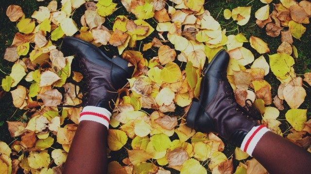 Because what's autumn without boots and colourful socks and colourful leaves?!
