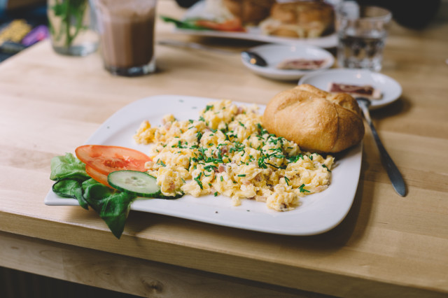 Scramble egg with bun