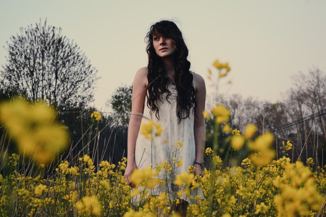 Depth of a field of flowers. Model: @sarafernbee