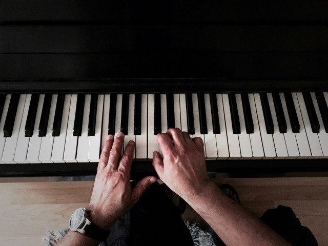 🎶 Send in The Clowns. 🎶 Man plays piano. Tony Andrews Photography