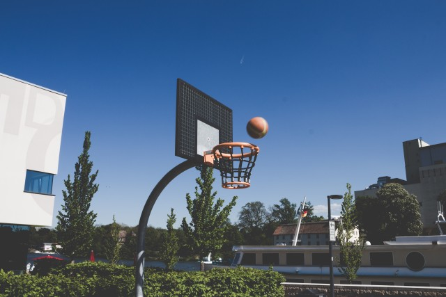 The basket and ball