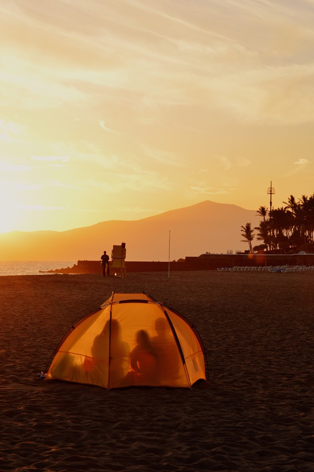 Photo of a family camping on the beach to see sunset, mountains, people, summer, warm, vacation, holidays, leisure. lindaze, signature