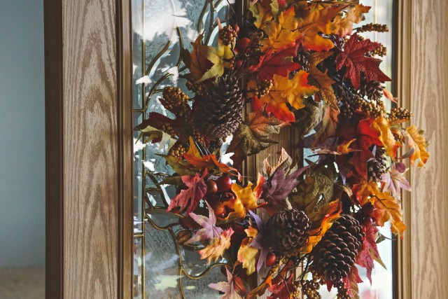 Beautiful Fall leaves on a wreath for the front door. Welcoming guests and family members with Fall details to decorate the home. Tonythetigersson, Tony Andrews Photography, friendly, welcome, warm, inviting, seasonal, wreath, pine cones, amber colored leaves