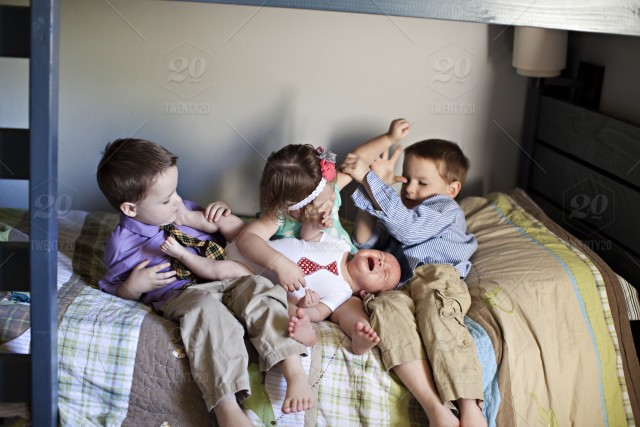 stock photo, family, sibling, home, funny, kids, rivalry, patenthood