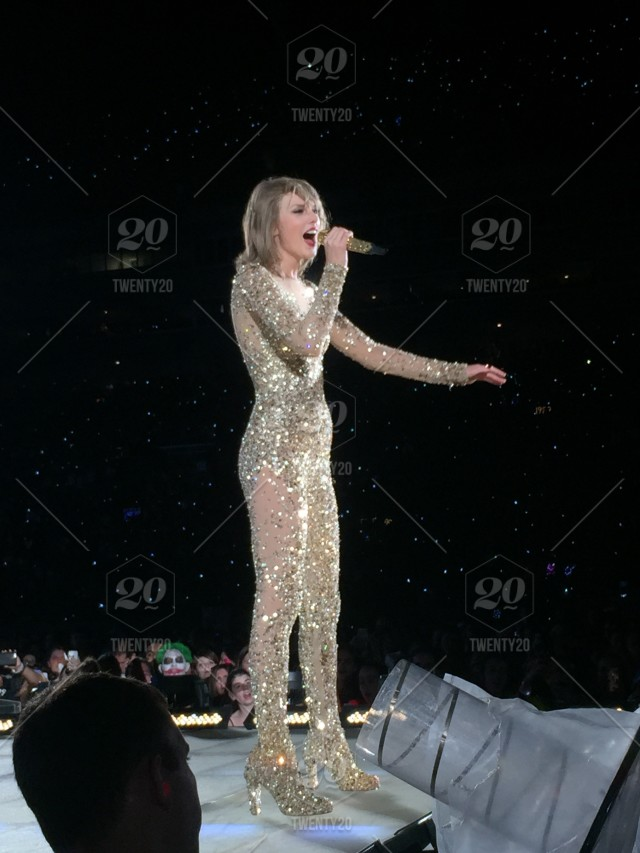 Taylor Swift 1989 Tour Tampa Florida 10 31 15 Stock Photo Ddfabf6d 0881 4193 Be2b 1c4ef37f9c4e