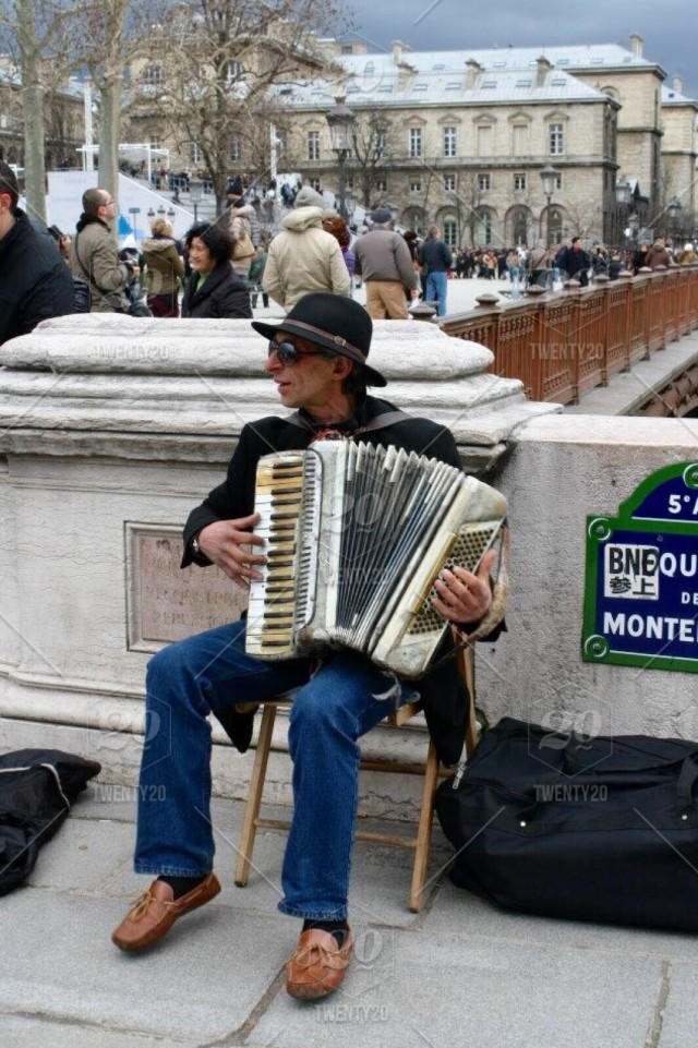 Street Musician on the Streets of Paris stock photo 4a5958f6