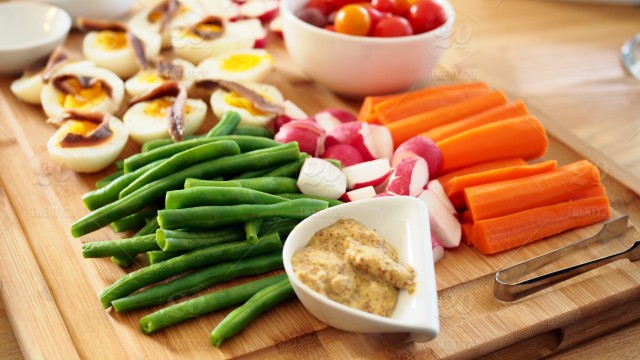 stock-photo-bright-colors-fruit-organic-appetizer-vegetable-dinner-meal-fresh-vegetables-d7af05a1-5579-408f-ac57-3c159f58be0a
