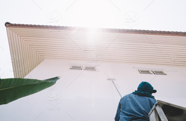 Man painting white wall stock photo d34aabc7-b86f-492f-b5dd