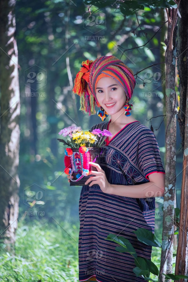 Portrait Young Karen Women Smiled Hand Hole Flower And