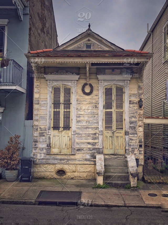 Narrow House New Orleans French Quarter Stock Photo 104f684b