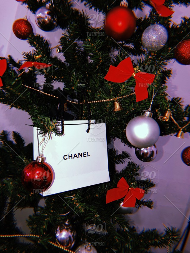 Chanel Christmas Ornaments.Christmas Tree Gifts Ornaments Ribbons And Balls Shiny