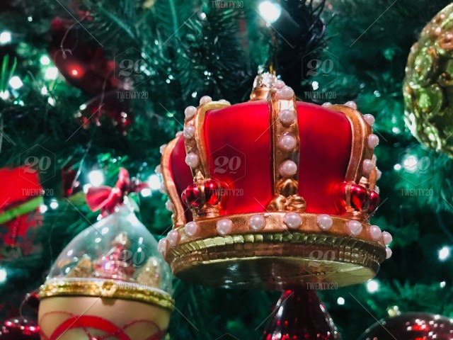 Fresh, live Christmas tree with beautiful Christmas ornaments.Royal red and gold crown beautiful. tonythetigersson, Tony Andrews Photography