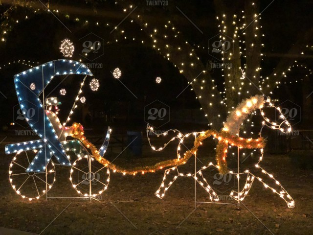 Horse and buggy Christmas decoration. / Night shot / Bright and colorful stock photo 44e6ae1d-96f1-4d2a-9215-d424ce361e8e