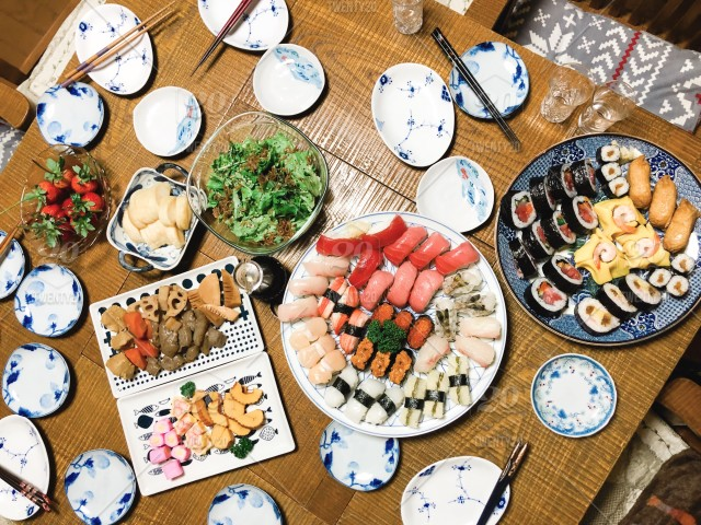 Sushi Overhead Japanese New Year S Eve Dinner Stock Photo 16fd2e21 6b69 4e6e Be04 8d237993b6b2