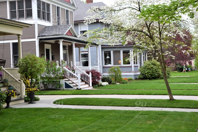Beautiful Manicured Lawns In The Urban City Stock Photo 7a7c639e