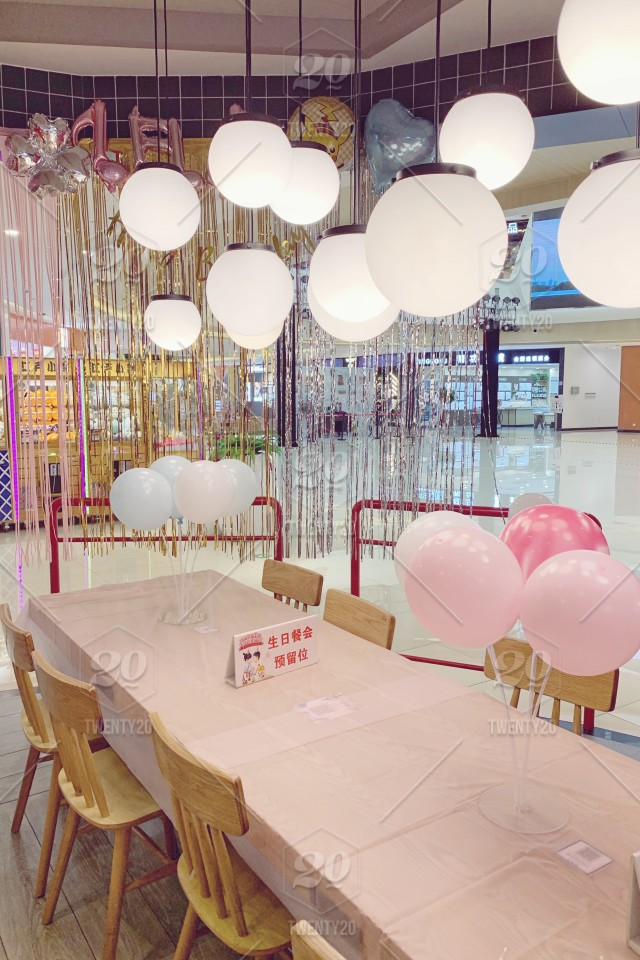 Decoration Cafe Table Balloon Birthday Ballons Birthday Party Birthday Celebration Birthday Balloons At The Cafe Stock Photo 8d6dc2e6 4e4d 4412 A4db C222d62c37b4